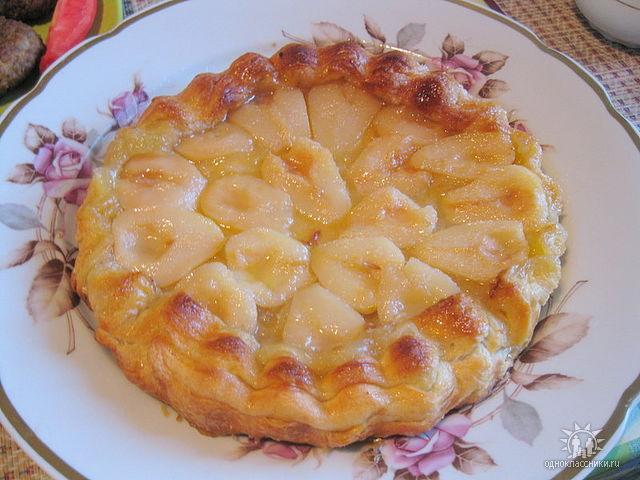 пирог с бананами и яблоками болтается